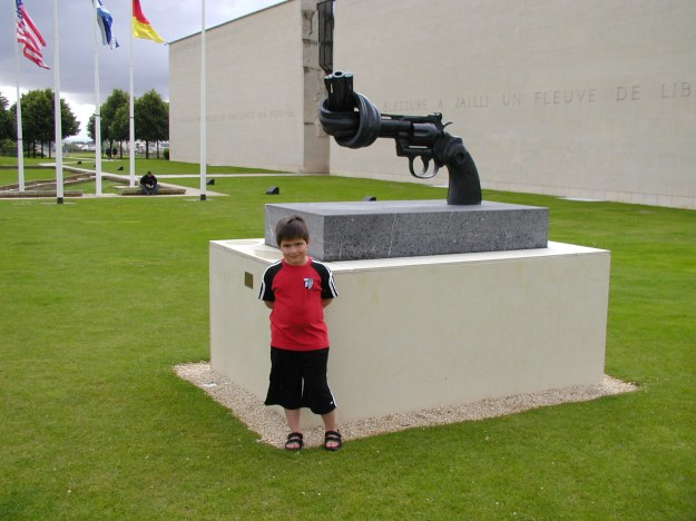 As a tribute to peace, this sculpture says it all.